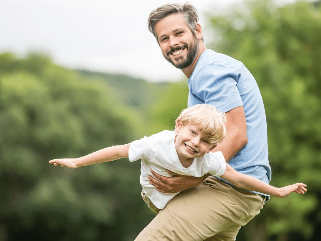 Vater und Sohn haben Spaß